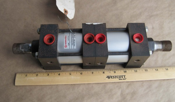 IMI_Norgren_pneumatic_dual_head_cylinder_Air_And_Hydraulics_Equipment_Inc_Tennesee